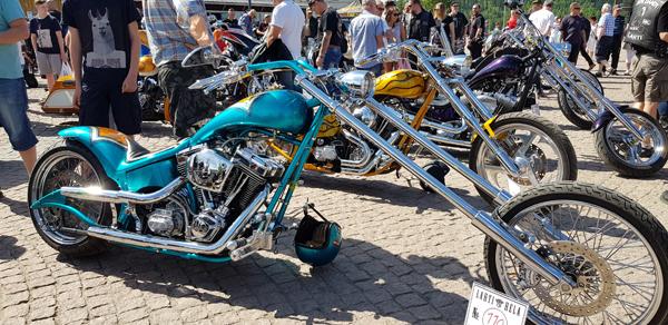 Hostellijärjestön järjestöreissaaja Kaisa Hela Ride in Bike show