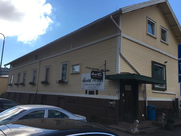 Hostellijärjestön järjestöreissaaja Hostel Riverissä Porissa.