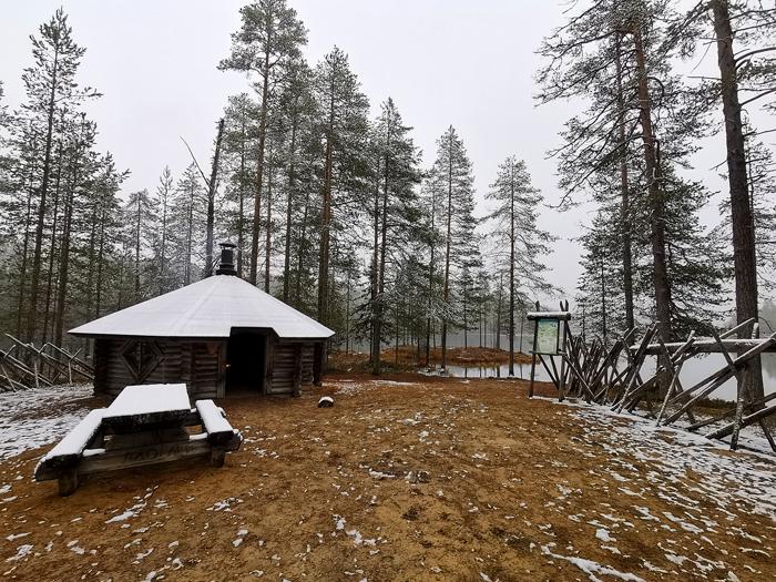Hostellijärjestön järjestöreissaaja Krista-Mari Katajisto Vaara Sportissa Taivalkoskella.
