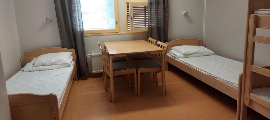 Hostellireissaaja Marianne Nuoriso- ja luontomatkailukeskus Oivangissa-hostellihuone