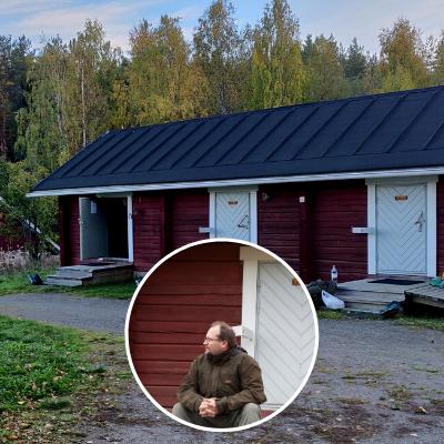 Hannu Lehtonen Herajärven retkeilykeskuksen aitan portailla