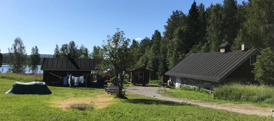Herajärven retkeilykeskuksen sauna ja navetta